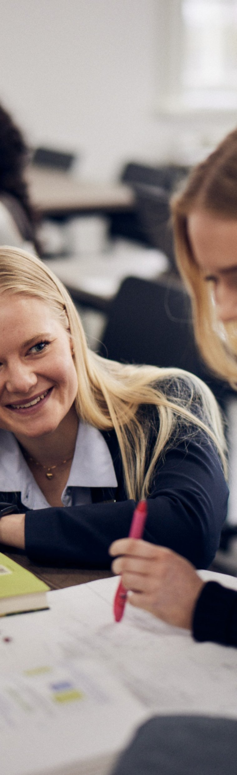 Elever studerar på lektion i Procivitas Gymnasium Uppsala.